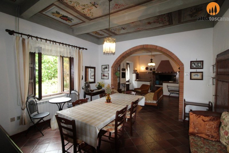 Stonehouse (sleeps 4/5) with garden in the centre of Giuncarico