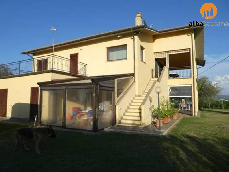Villa with pool for sale near Lake Bolsena