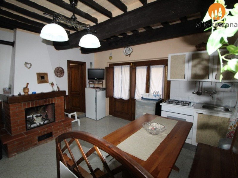 Studio apartment (sleeps 2) in the historical centre 20 minutes from the sea