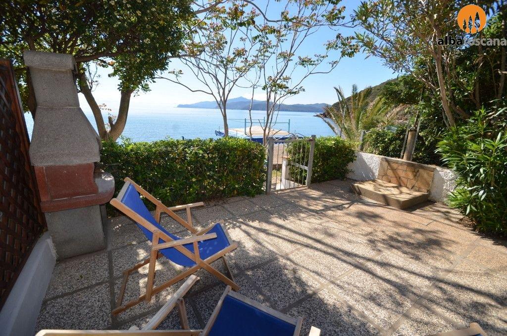 Appartamento (4 pers) con terrazza sulla spiaggia all Isola dElba
