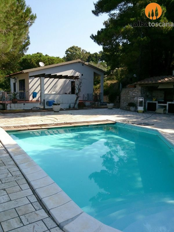 Elba Island - Villa (sleeps 6/8) with pool 900m from the sea