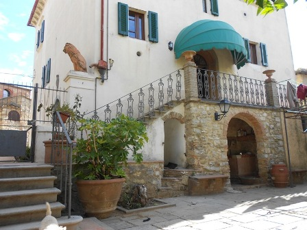 NEW - House with courtyard in the centre of Giuncarico for sale