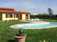 Casa vacanza con piscina toscana for Casa con 6 camere da letto in vendita vicino a me